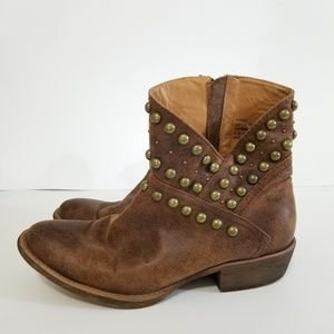 Coconut by Matisse size 8.5 rodeo studded boots